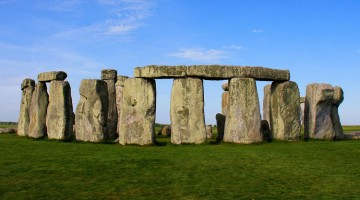 Visiting Stonehenge - History Facts and Travel Tours